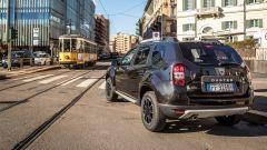 Dacia Duster 1.6 GPL Black Shadow: vista 3/4 posteriore