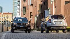 Dacia Duster 1.6 GPL Black Shadow: vista frontale e posteriore