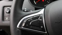 Dacia Duster GPL 2018: comandi al volante, razza sinistra