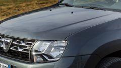 Dacia Duster prima serie, il cofano