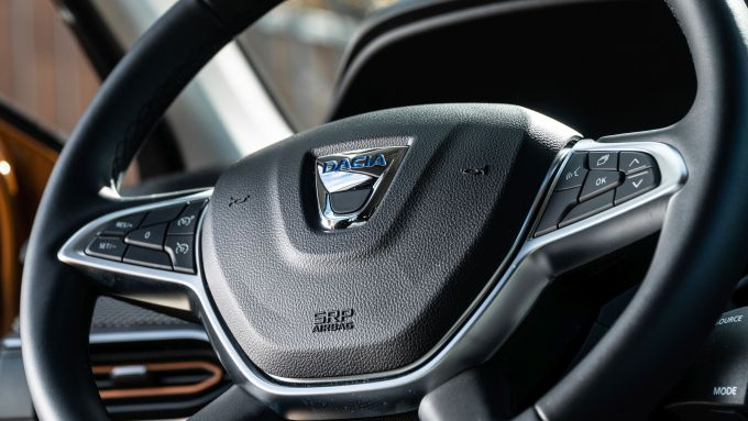Dacia Sandero Comfort GPL: il volante multifunzione