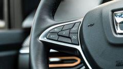 Dacia Sandero Comfort GPL: pratici i tasti al volante