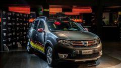 Dacia Sandero Hit Edition: wrapping multicolor e dettagli rossi sulla carrozzeria