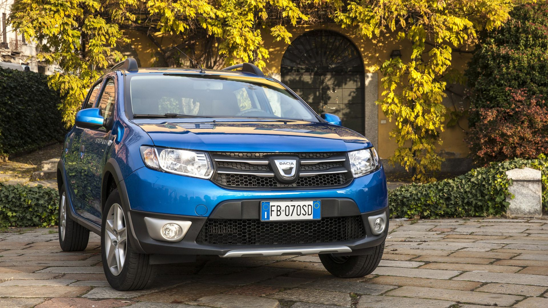 prova su strada dacia sandero stepway 0 9 tce 90 cv turbo gpl motorbox. Black Bedroom Furniture Sets. Home Design Ideas