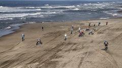 Dakar 2018, piloti in azione sulla spiaggia