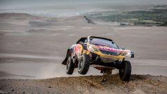Dakar 2018, Tappa 5: Peterhansel vince con la Peugeot 3008  - Immagine: 2