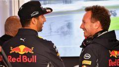Daniel Ricciardo a colloquio con Christian Horner