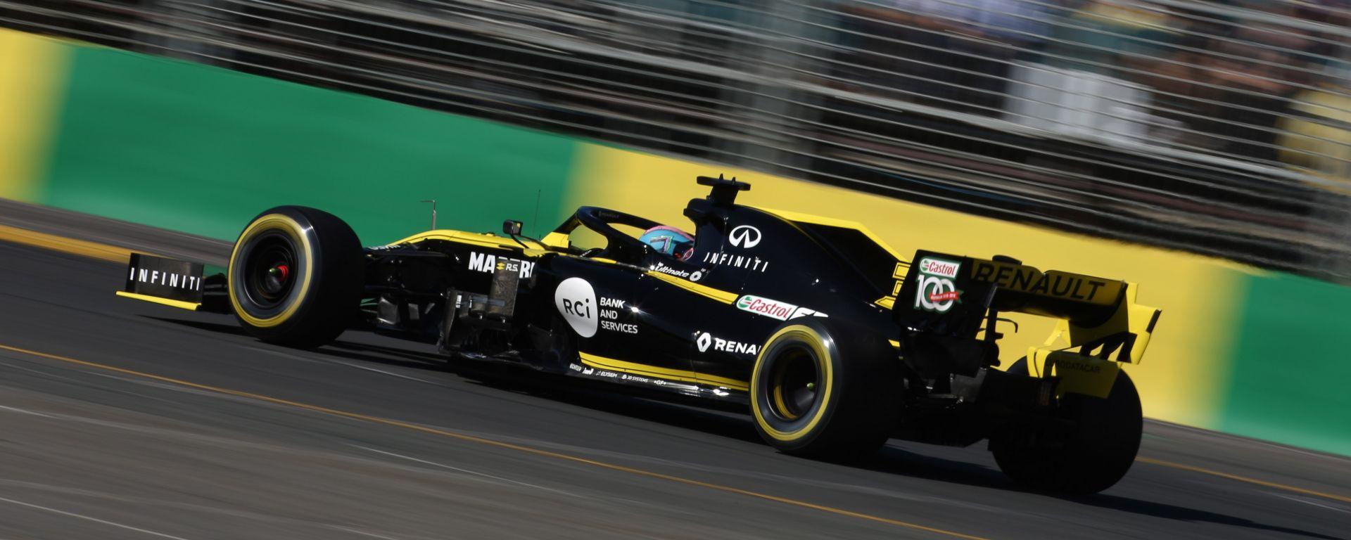 Daniel Ricciardo e la sua Renault R.S.19 sul circuito di Melbourne