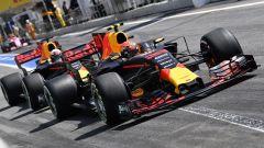 Daniel Ricciardo e Max Verstappen in azione