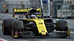 Daniel Ricciardo nella pit-lane del Circuit de Catalunya di Barcellona