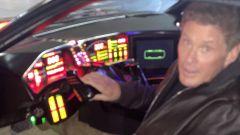 David Hasselhoff al posto di guida della sua K.I.T.T.
