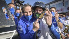 Davide Brivio e Joan Mir (Suzuki) festeggiano il titolo mondiale a Valencia