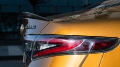 Day by Day Alfa Romeo Giulia Quadrifoglio: il labbro in fibra di carbonio sul cofano bagagliaio