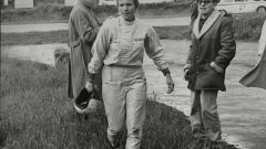 Denise McCluggage a bordo pista