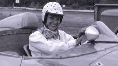 Denise McCluggage e il suo famoso casco a pois rosa