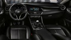 Design minimalista e ottima qualità percepita per la plancia della Alfa Romeo Giulia.