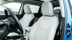 Diesel contro tutti: i sedili anteriori della Jeep Compass 4Xe
