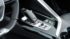 Diesel contro tutti: la leva del cambio automatico a 8 rapporti della Peugeot 3008 HDi