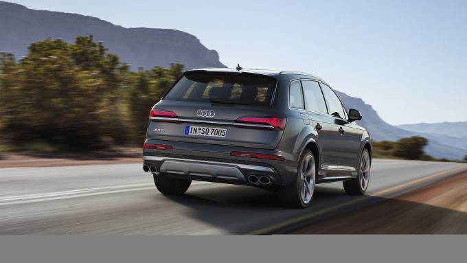 Dispositivi di assistenza Audi: più comfort, sicurezza e piacere di guida a bordo di SQ7 TDI