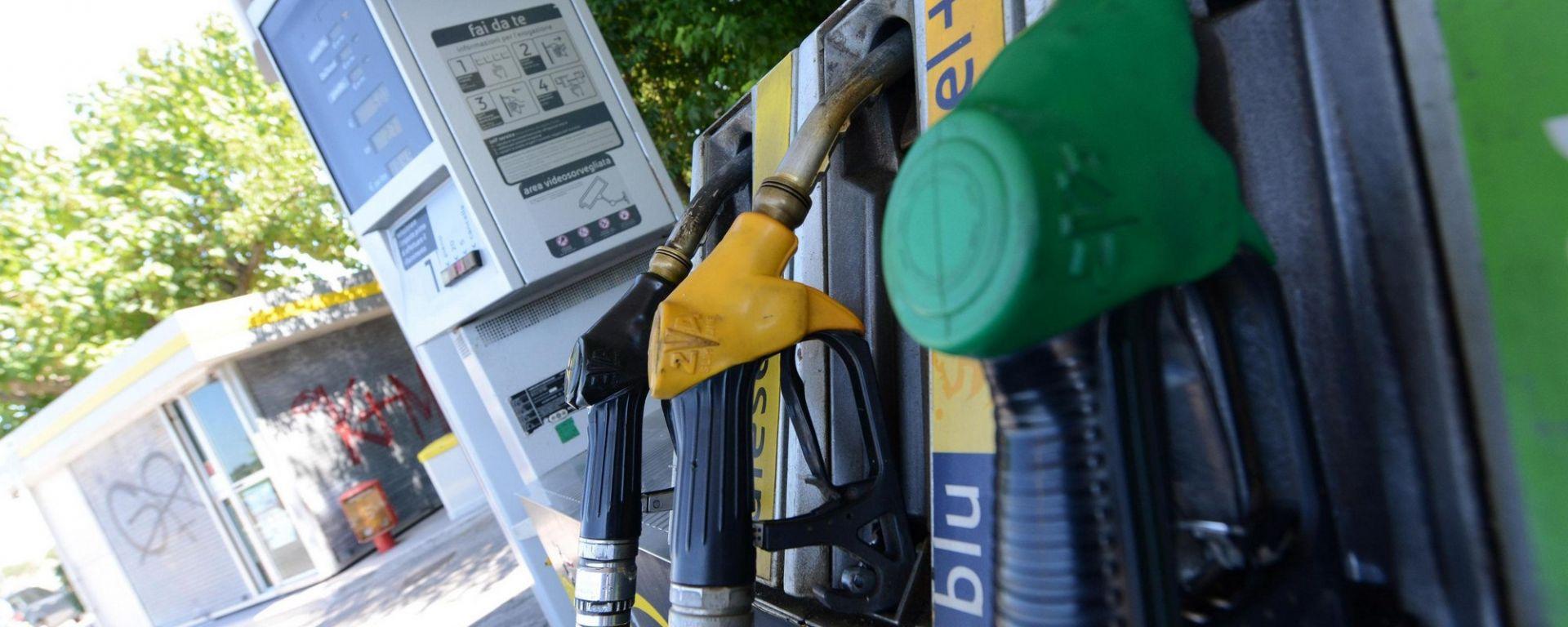 Distributori di benzina, scoperte irregolarità a raffica
