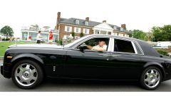 Donald Trump al volante della sua Rolls-Royce Phantom ora all'asta