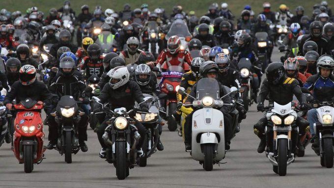 Dopo i diesel, bandire le moto? Studi in corso a Bruxelles