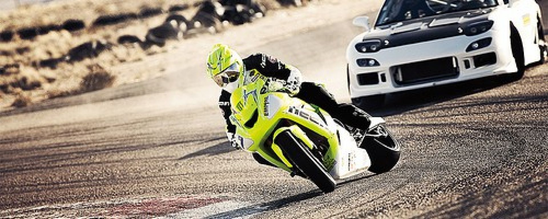 Drifting: moto sfida auto