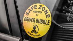 Driver Bubble: anche l'adesivo ricorda che è una safe zona (zona sicura)