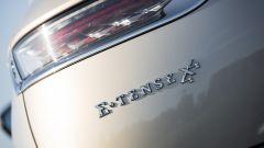 DS 7 Crossback E-Tense 4x4: il badge posteriore