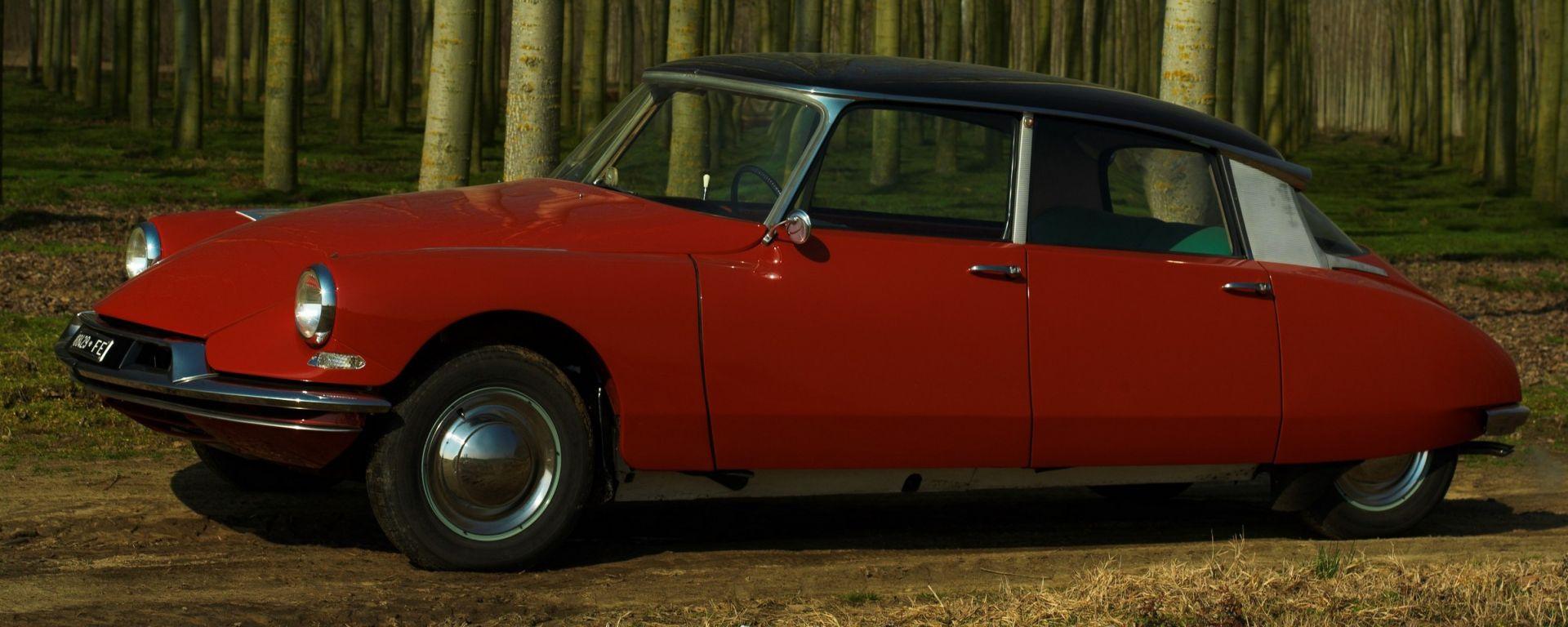 DS19 con carrozzeria di colore Rouge Esterel