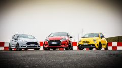 DS3 Performance vs Abarth 595 competizione vs Ford Fiesta ST200: le auto come modelle prima di scendere in pista
