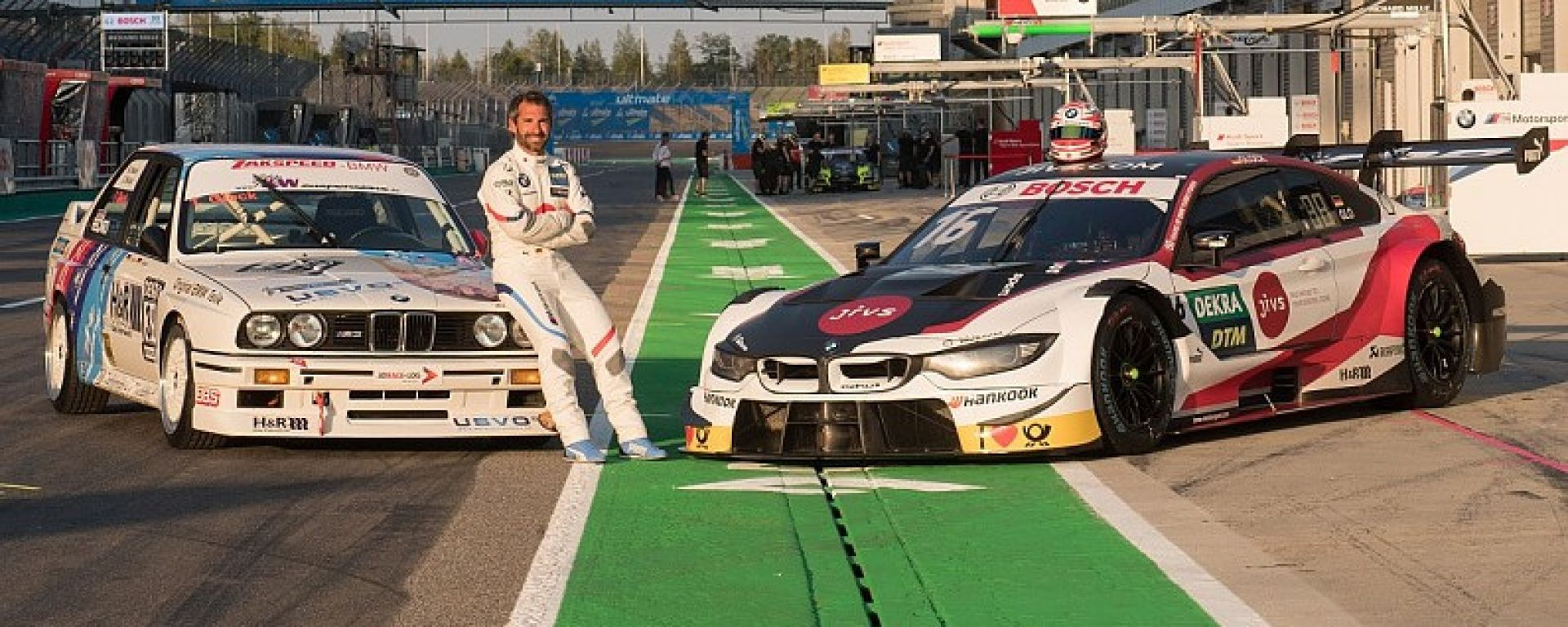 DTM 2019: Timo Glock posa con una BMW del passato e la sua attuale vettura