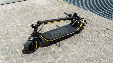 Ducati City Cross-E Black & Yellow: visuale di 3/4, richiuso