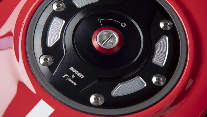 Ducati Diavel 1260: il serbatoio in alluminio
