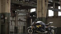 Ducati Diavel 1260 S Black and Steel 2021: nero e grigio abbinati a dettagli in giallo