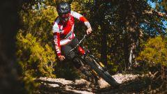 Ducati e-MTB 2021: la TK-01RR durante una discesa