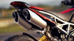 Ducati Hypermotard 950 RVE: il doppio scarico alto