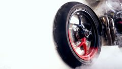 Ducati Hypermotard 950 RVE: molto bello l'effetto del cerchio con la colorazione nero-rossa