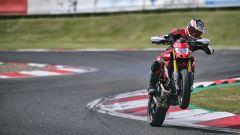 Ducati Hypermotard 950 SP in impennata