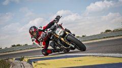 Ducati Monster 1200 S Black on Black in piega