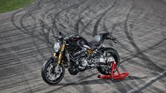 Ducati Monster 1200 S Black on Black in pista