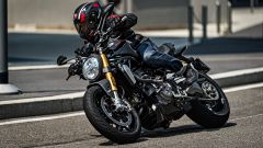 Ducati Monster 1200 S Black on Black su strada
