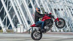 Ducati rivoluziona il Monster: addio traliccio, più tecnologia e motore Euro5 - Immagine: 16
