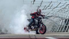 Ducati rivoluziona il Monster: addio traliccio, più tecnologia e motore Euro5 - Immagine: 1