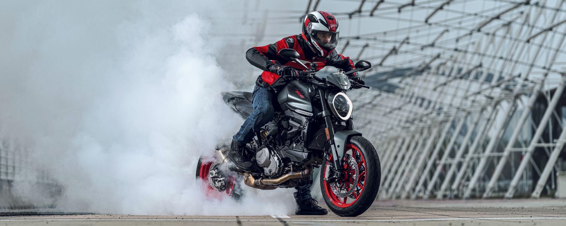 Ducati rivoluziona il Monster: addio traliccio, più tecnologia e motore Euro5