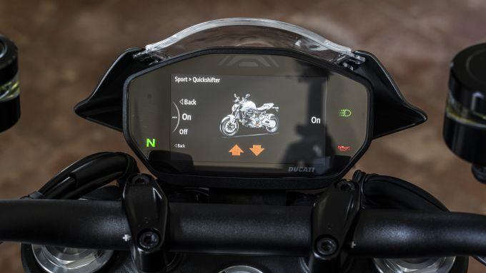 Ducati Monster 2021: il display tft