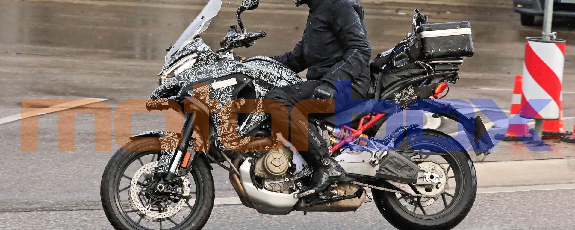 Multistrada V4, la super Ducati pizzicata in strada