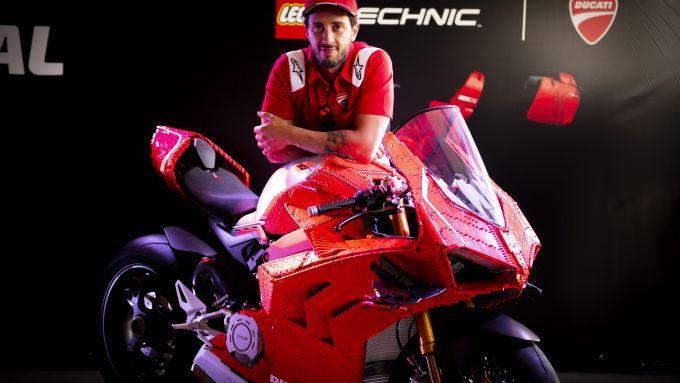 Ducati Panigale R Lego Technic con Andrea Dovizioso