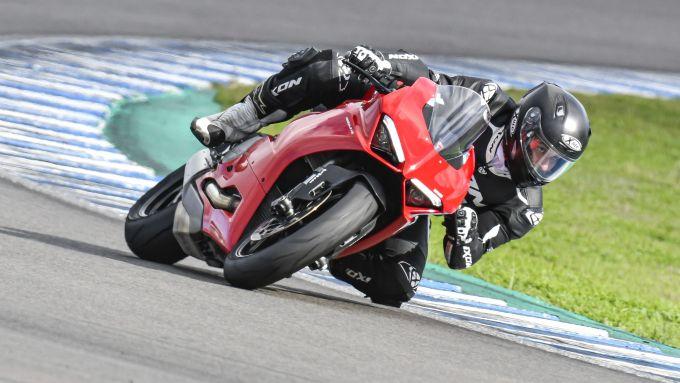 Ducati Panigale V2 2020: il connubio perfetto tra prestazioni e facilità di guida