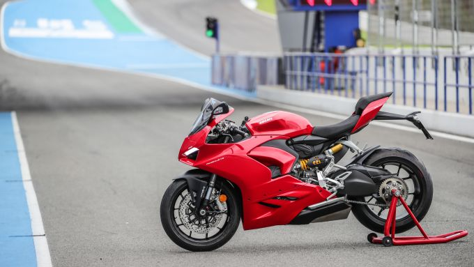 Ducati Panigale V2 2020: vista laterale in pit lane